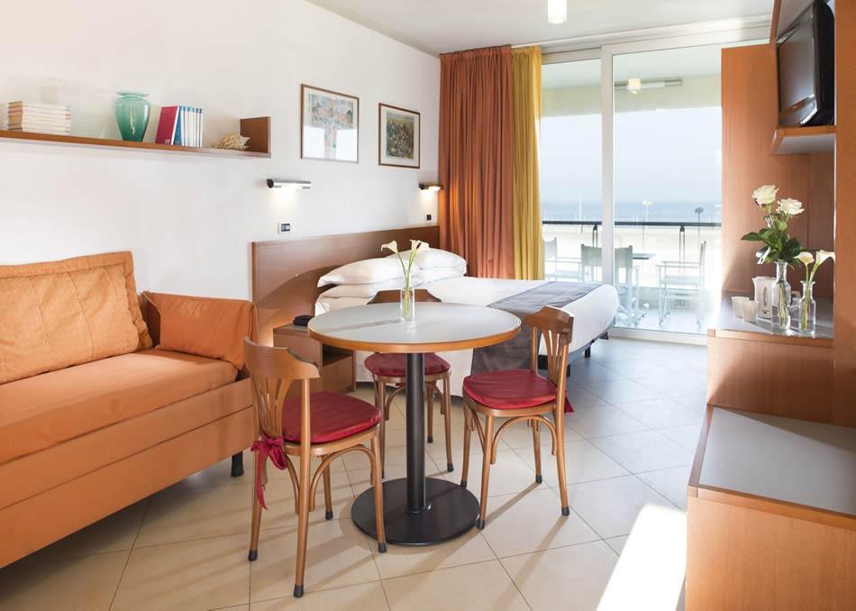Appartamenti vacanze miramare rimini hotel 4 stelle con for Appartamenti rimini